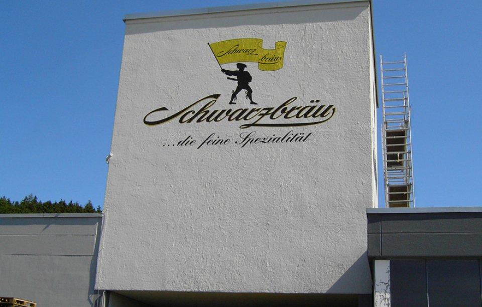 Fassadenbeschriftung mit Farbe Augsburg